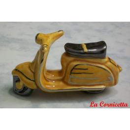 Lambretta in ceramica colore miele