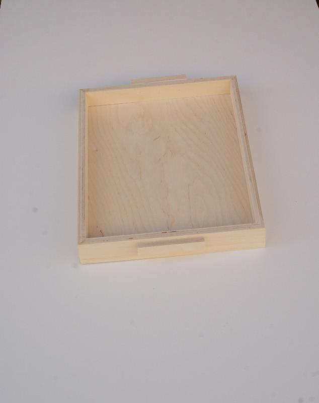 Vassoio rettangolare in legno multistrato di betulla faggio con maniglie.