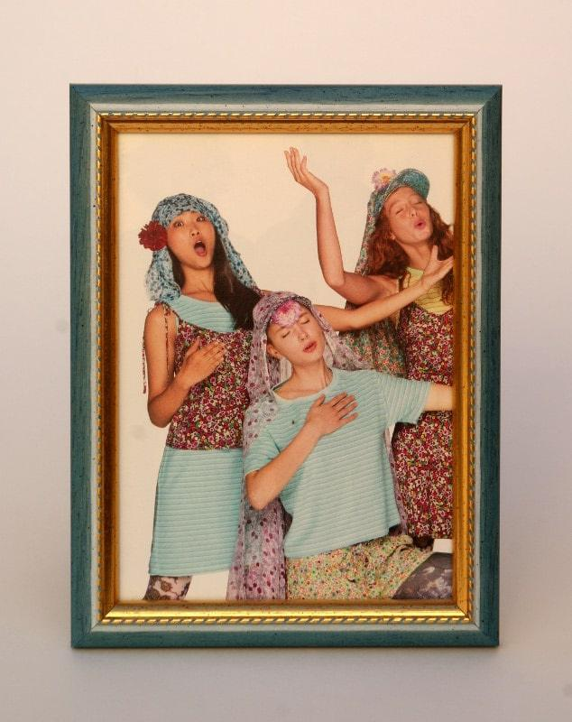 Portafoto 13x18 in offerta online cornice azzurra con ricamo oro