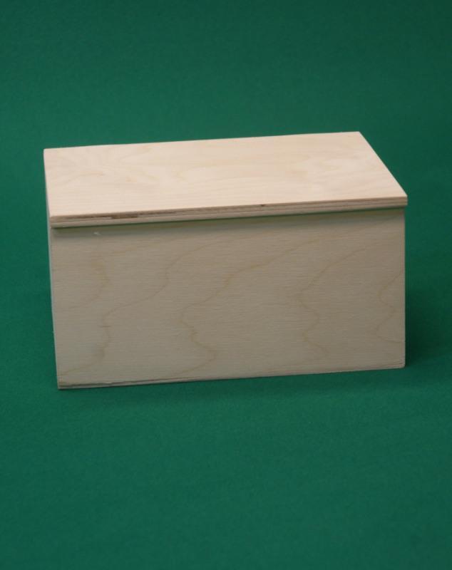 Scatola in legno 21,5x17xh11 con coperchio a battuta e cerniere